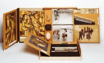 """""""Boîte en Valise""""-Marcel Duchamp"""
