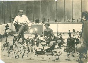 Ladislas Starewitch y su hija Nina en el estudio, c. 1927. ©Collection Martin-Starewitch